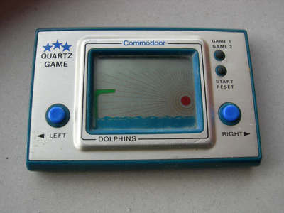 Handheld Empire - game   Commodoor : Dolphins